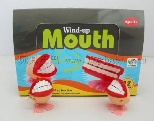 Chain on the teeth (female)